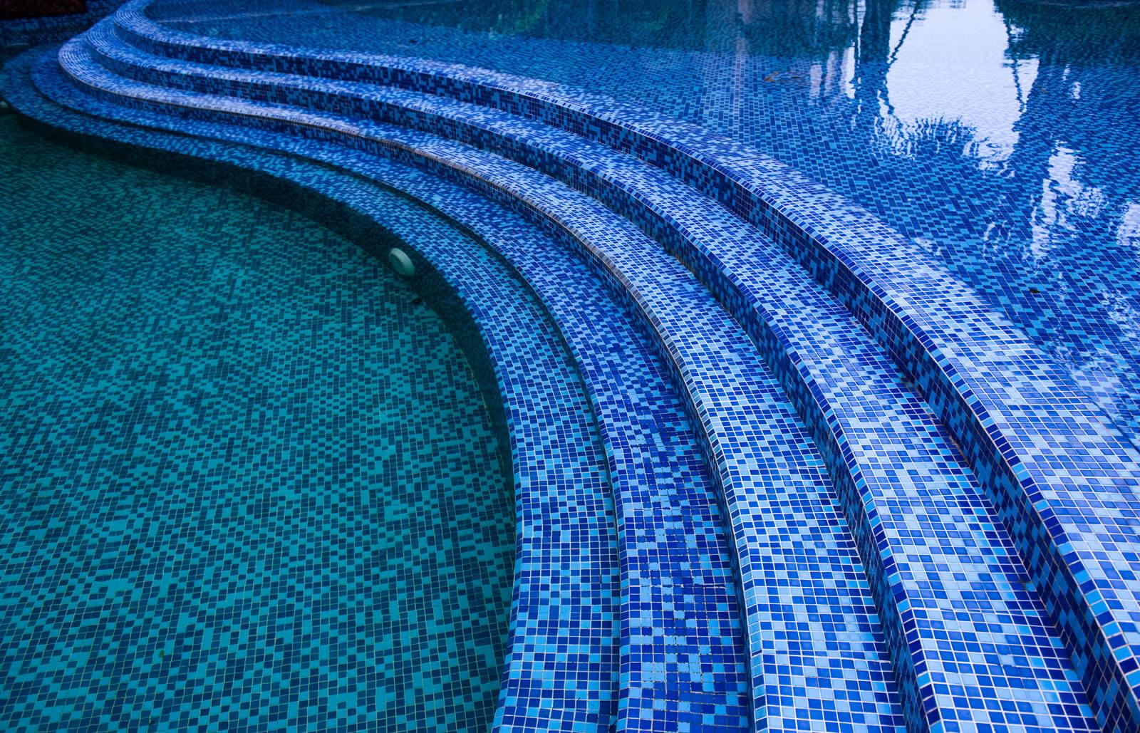 Mozaiek vloer zwembad wellness luxe resort Grillo Natuursteen