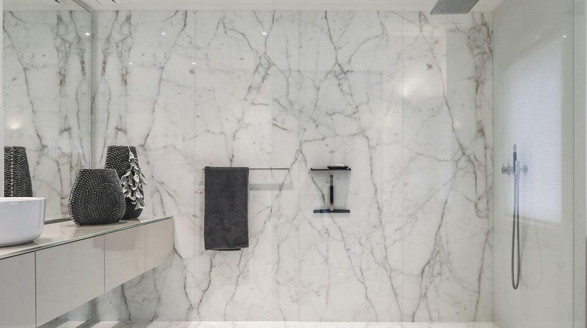 Badkamer Met Marmer : Badkamer in marmer grillo natuursteen b.v.
