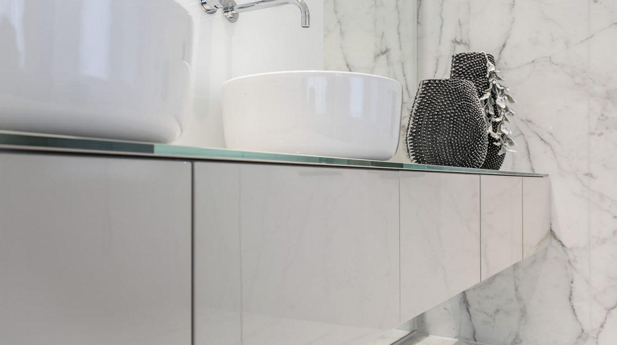 Badkamer Met Marmer : Badkamer in marmer grillo natuursteen b v