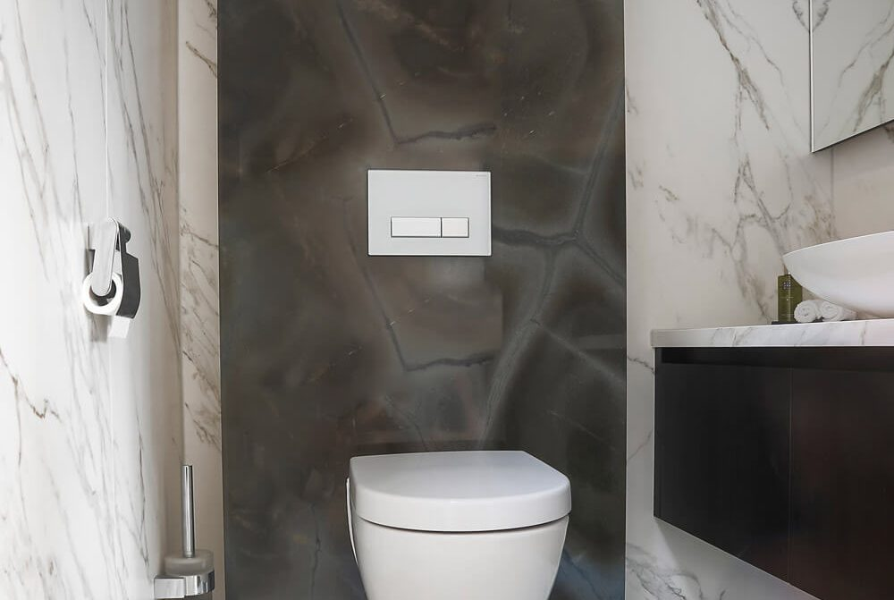 privewoning-woerden-toilet-wanden-neolith-calacatta-silk-grillo-natuursteen