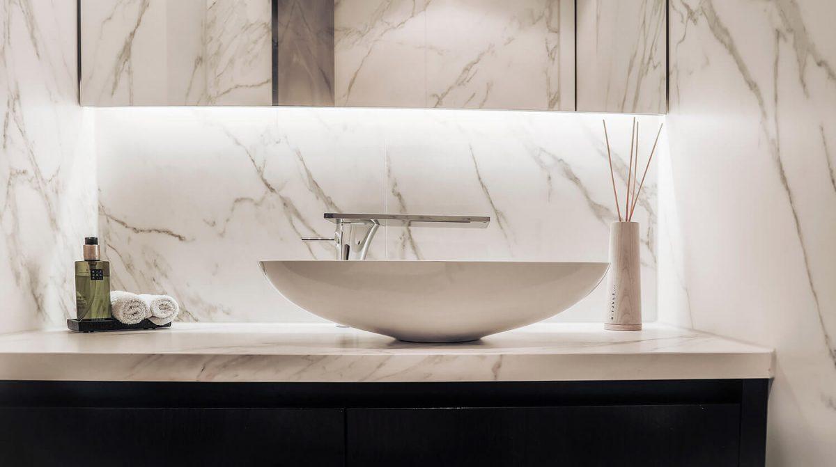 privewoning-woerden-toilet-wastafel-neolith-calacatta-silk-grillo-natuursteen